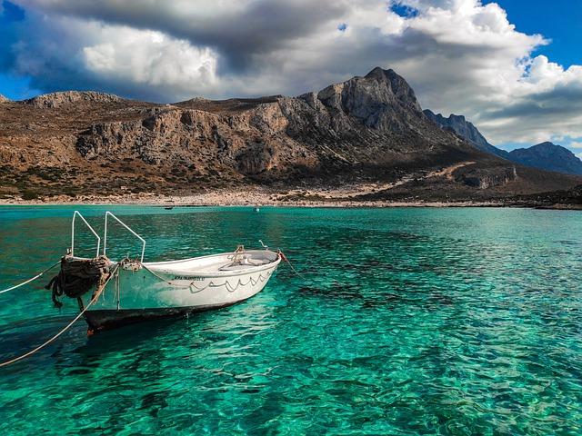 Bateau sur la plage de Balos en grèce